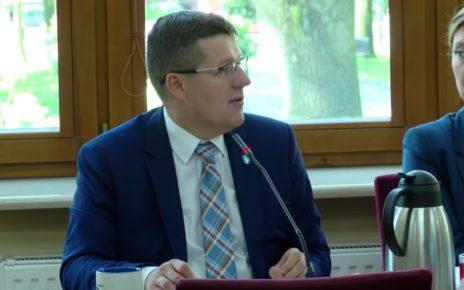 Ile będzie zarabiał burmistrz Rzgowa Mateusz Kamiński?